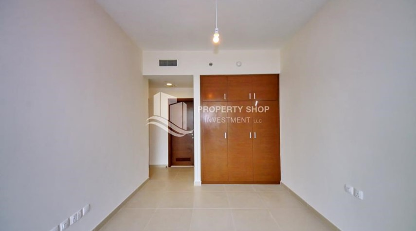 Built in Wardrobe-Sea view Apt + full facilities.
