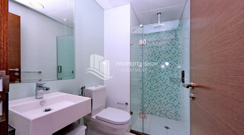 Bathroom-Spacious layout, High floor Apt plus Maid's room with sea view.