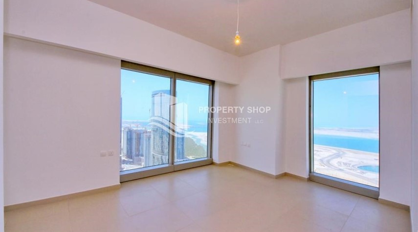 Bedroom-Spacious layout, High floor Apt plus Maid's room with sea view.