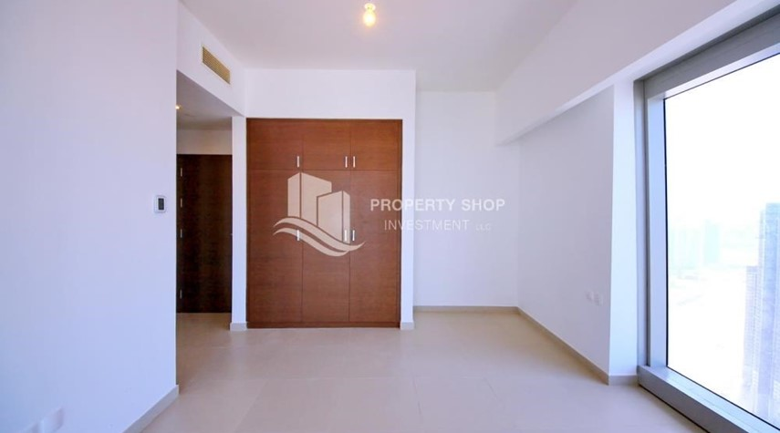 Built in Wardrobe-Spacious layout, High floor Apt plus Maid's room with sea view.