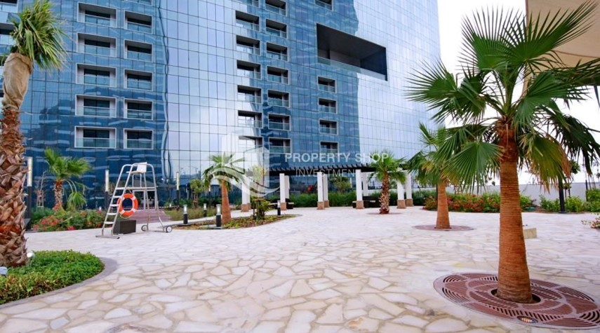 Community-Spacious layout, High floor Apt plus Maid's room with sea view.