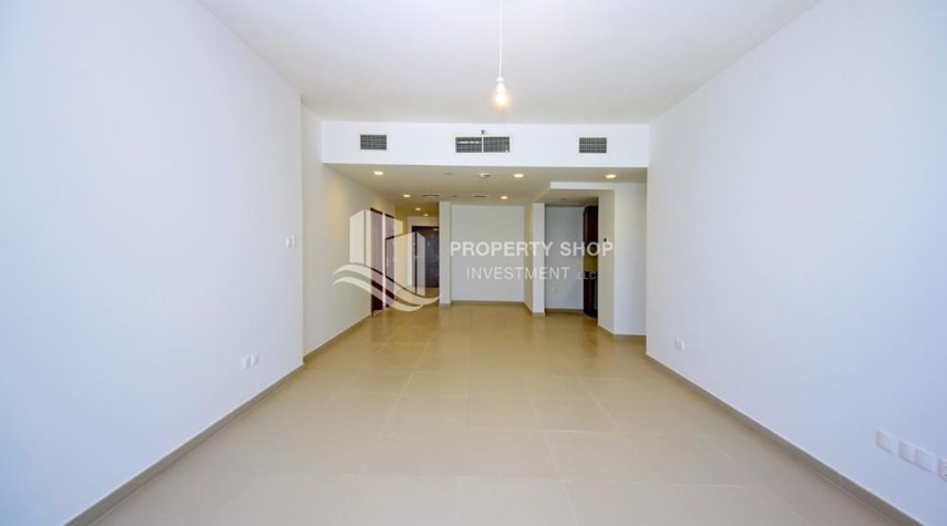Dining Room-Spacious layout, High floor Apt plus Maid's room with sea view.