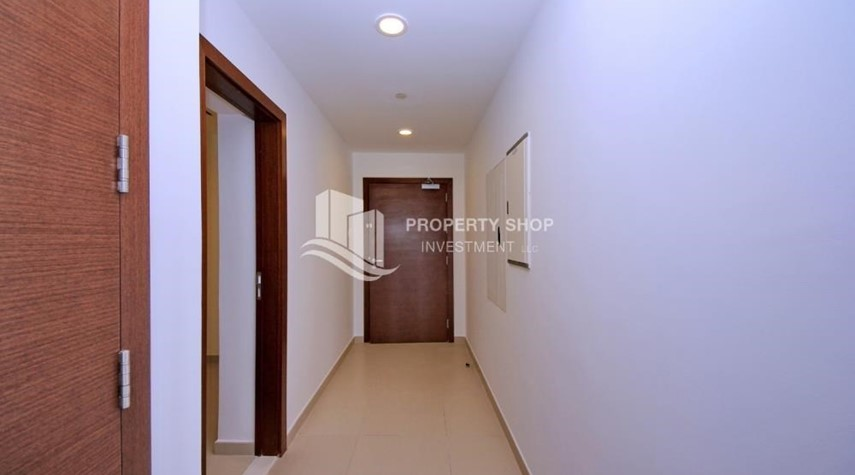 Foyer-Spacious layout, High floor Apt plus Maid's room with sea view.