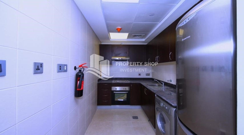 Kitchen-Vacant Elegant huge apt with balcony