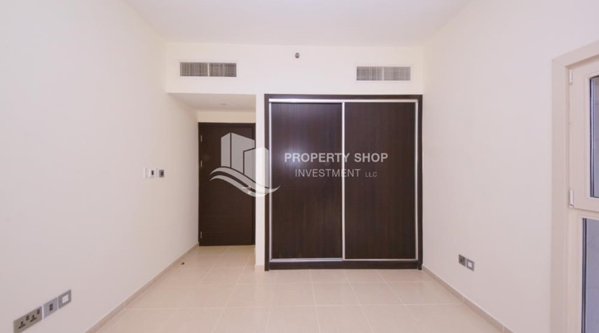 Built in Wardrobe-2BR on High Floor with modern facilities