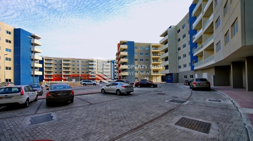 Community-2BR Apt with Balcony and Storage, street view, available for rent Now