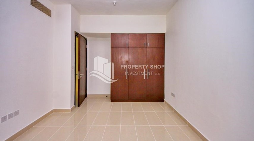 Built in Wardrobe-High floor Apt in Al Maha Tower.