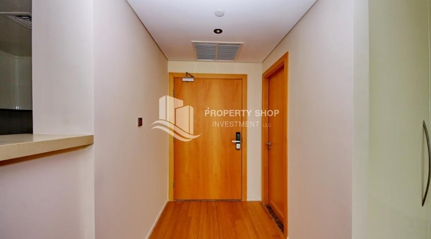 Foyer-available for rent with fantastic community!