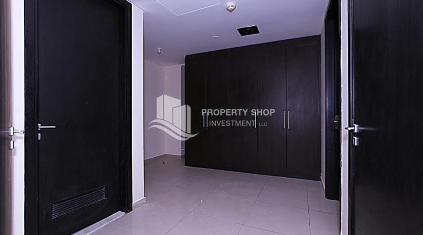 WalkIn Closet-Full Sea View Penthouse with Study Room