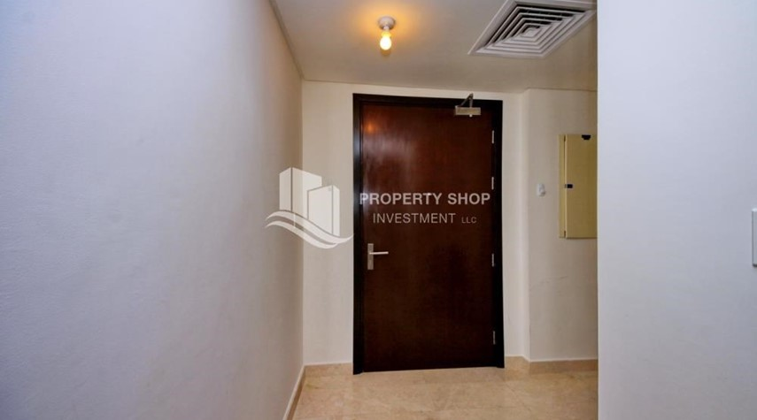 Foyer-Studio Unit with Sea view vacant for rent
