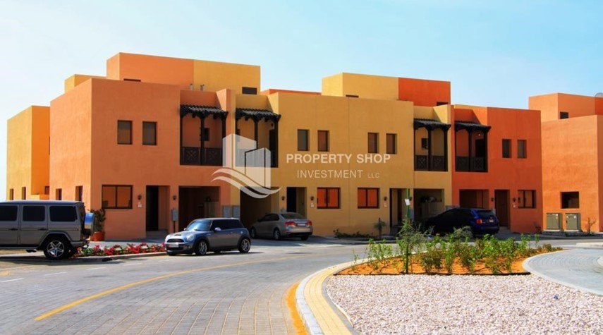 Community-Spacious villa with terrace + parking.
