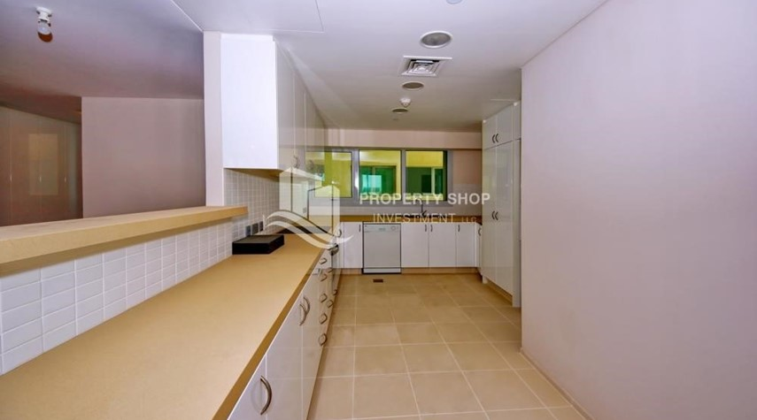 Kitchen-2% Rent Free + 1 Month Rent Free / Sea view 4BR+M Apt.