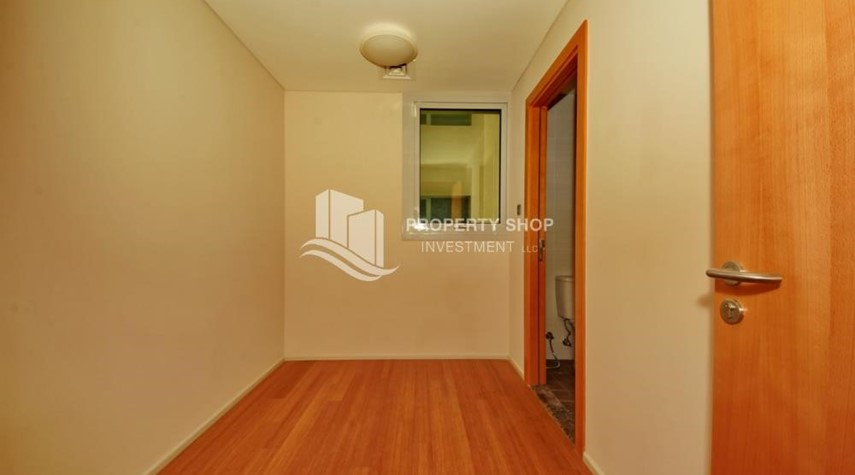 Maid Room-2% Rent Free + 1 Month Rent Free / Sea view 4BR+M Apt.