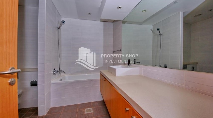 Master Bathroom-2% Rent Free + 1 Month Rent Free / Sea view 4BR+M Apt.