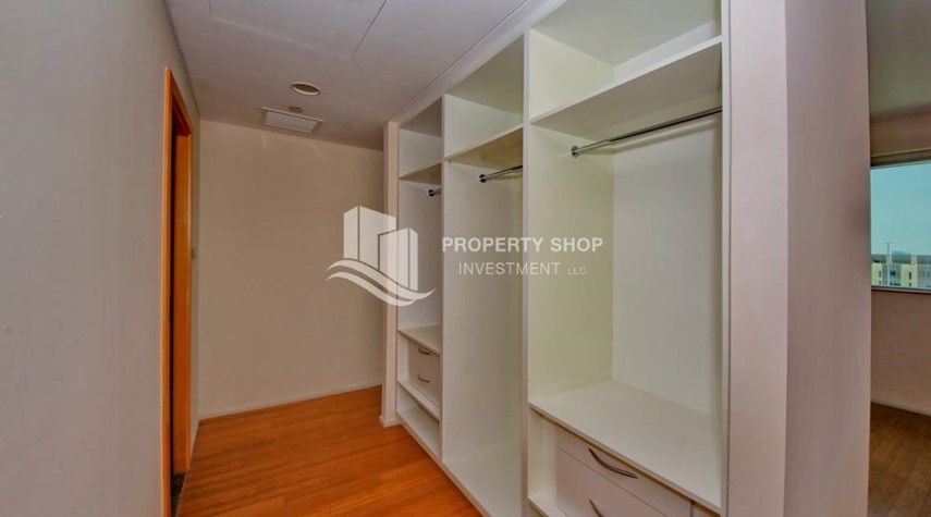 WalkIn Closet-2% Rent Free + 1 Month Rent Free / Sea view 4BR+M Apt.