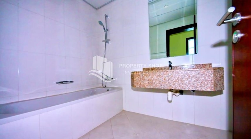 Bathroom-Vacant 2BR Apt with amazing sea view.