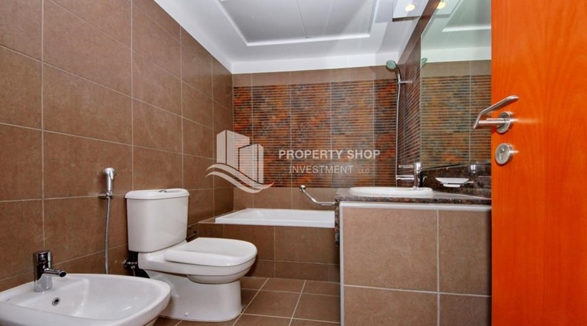 Bathroom-Large Apt on high floor with full facilities.