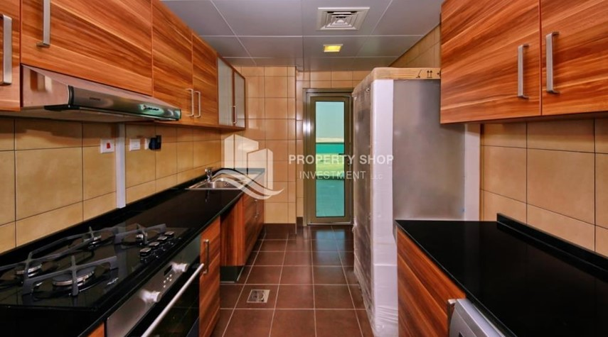 Kitchen-Large Apt on high floor with full facilities.