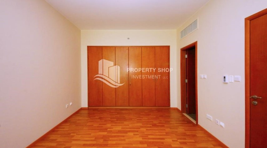 Built in Wardrobe-Huge 1+1 BR Apartment Ready to move in Now!