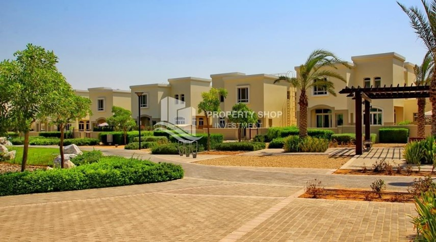 Community-Luxury on your doorstep! 3+1 Villa with spacious garden.