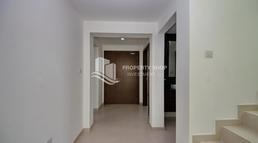Foyer-Luxury on your doorstep! 3+1 Villa with spacious garden.