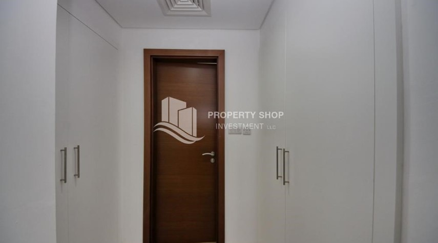 WalkIn Closet-Luxury on your doorstep! 3+1 Villa with spacious garden.