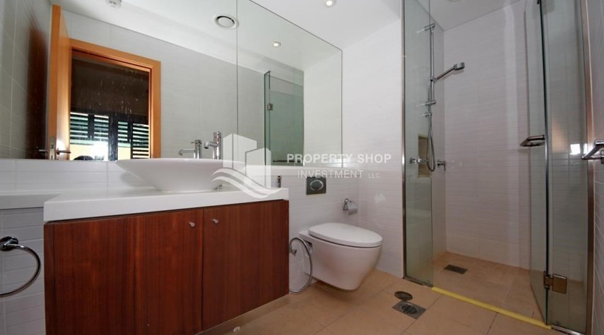 Bathroom-4bd townhouse front row with waterfront for sale in Al muneera