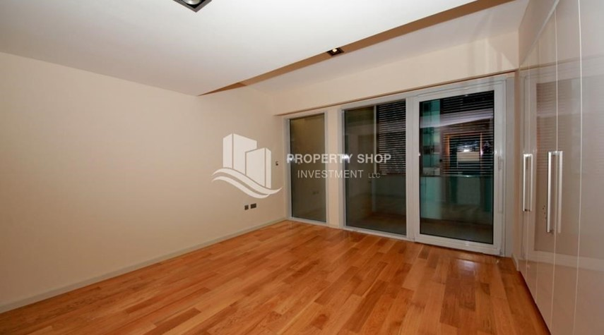 Bedroom-4bd townhouse front row with waterfront for sale in Al muneera