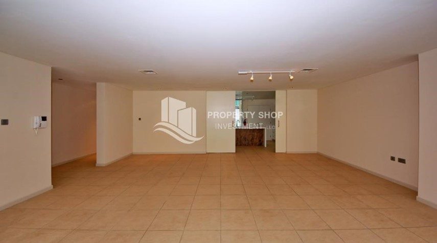 Dining Room-4bd townhouse front row with waterfront for sale in Al muneera