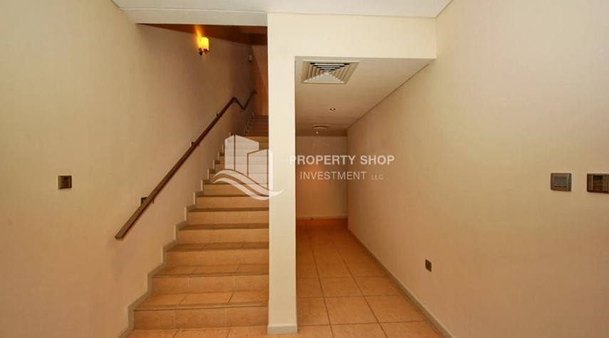 Foyer-4bd townhouse front row with waterfront for sale in Al muneera