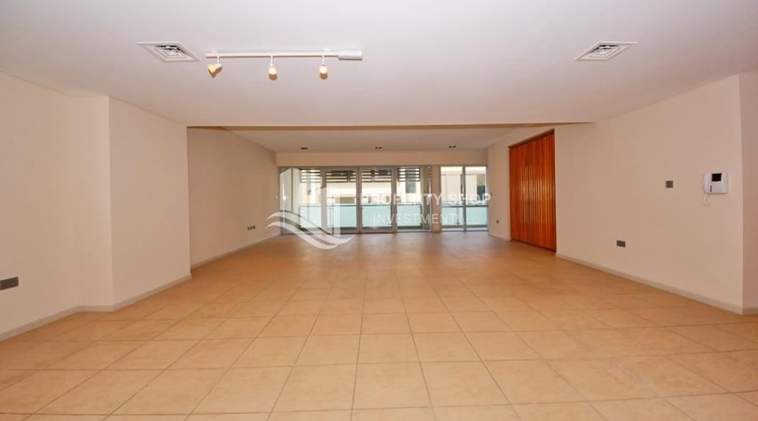 Living Room-4bd townhouse front row with waterfront for sale in Al muneera