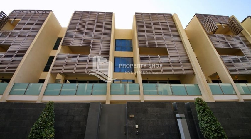 Property-4bd townhouse front row with waterfront for sale in Al muneera