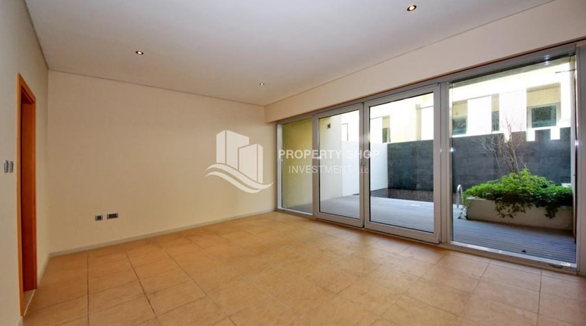 Study-4bd townhouse front row with waterfront for sale in Al muneera