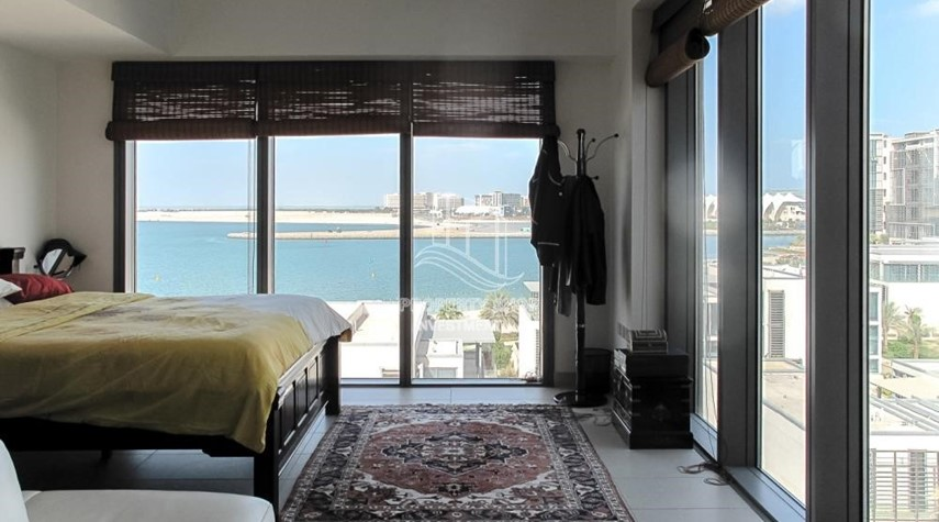 Bedroom-Elegant and huge 6 + M villa with sea view and private pool!