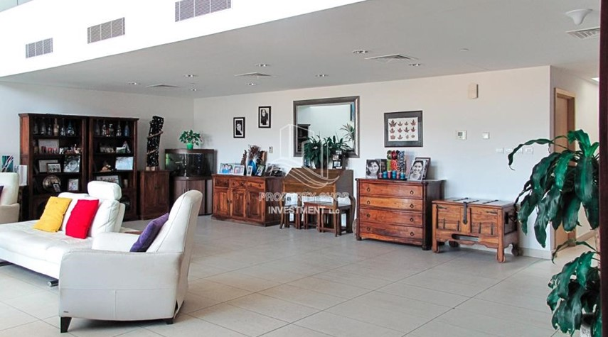 Living Room-Elegant and huge 6 + M villa with sea view and private pool!