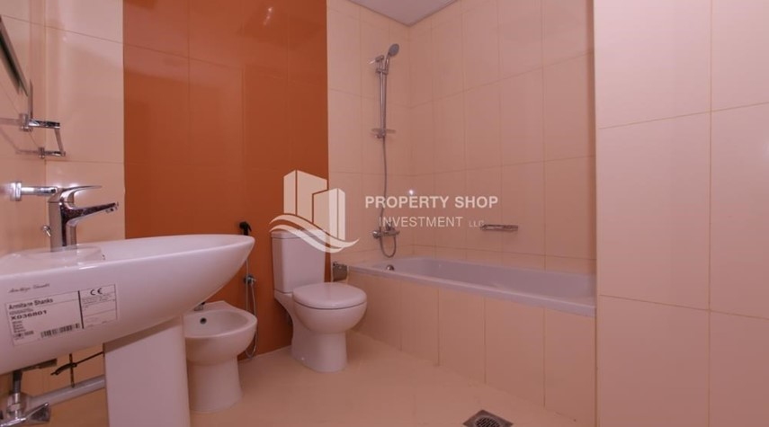 Bathroom-Studio Apt with modern facilities, vacant for rent