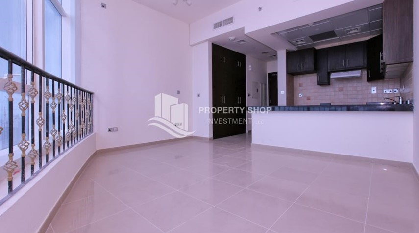 Dining Room-Studio Apt with modern facilities, vacant for rent