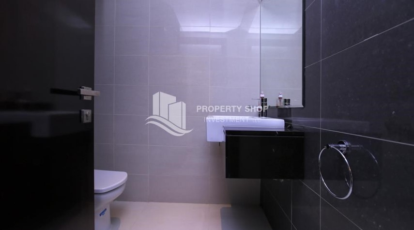 Bathroom-1BR Apartment, up to 4 Cheques, High End Facilities