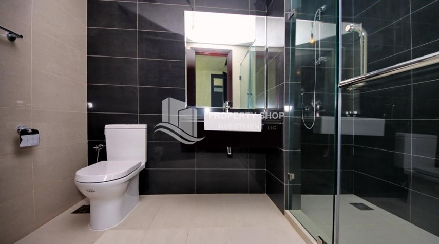 Bathroom-Vacant 2BR Apt on Mid-floor offered for 4 Cheques!