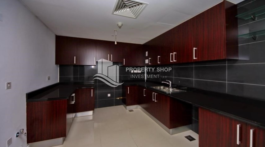Kitchen-Vacant 2BR Apt on Mid-floor offered for 4 Cheques!