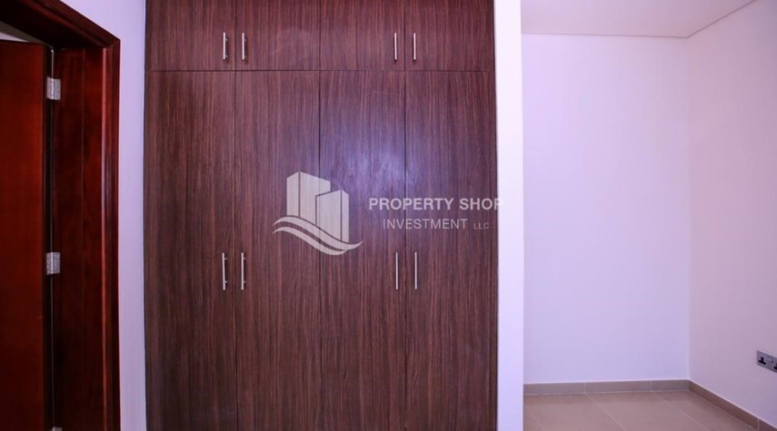 Built in Wardrobe-Spacious 2BR Apt with High Investment Returns.