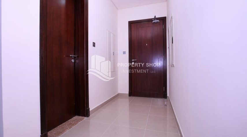 Foyer-Spacious 2BR Apt with High Investment Returns.