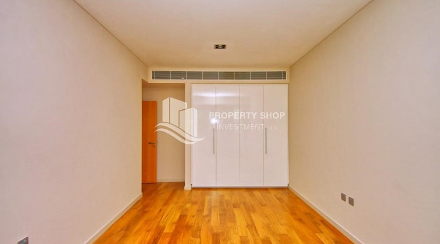 Built in Wardrobe-A Prestigious 4BR Townhouse plus 2% Rent Free + 1 Month Rent Free in Al raha Beach!