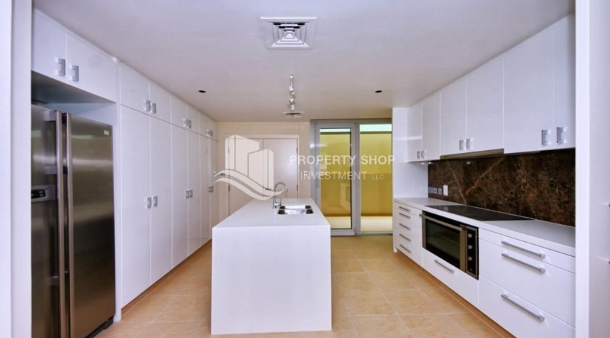 Kitchen-A Prestigious 4BR Townhouse plus 2% Rent Free + 1 Month Rent Free in Al raha Beach!
