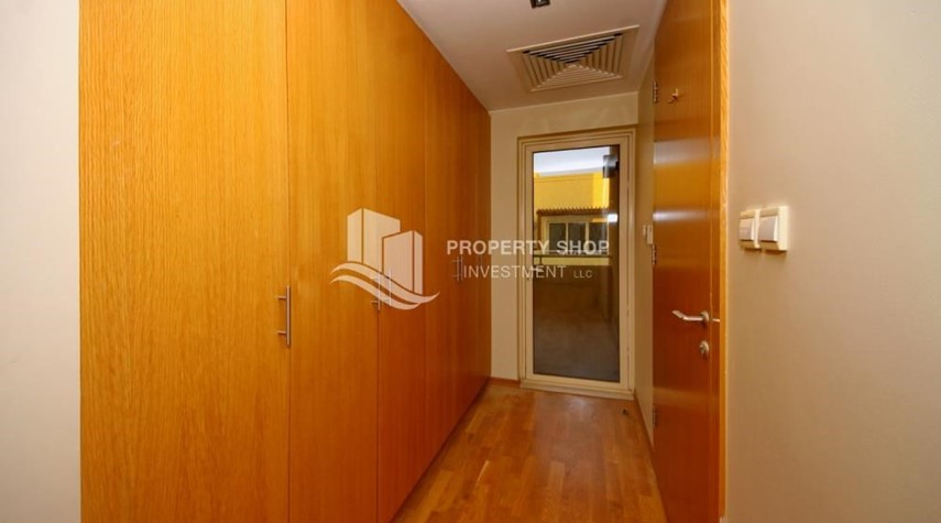 Built in Wardrobe-High End Corner Villa with Family Living