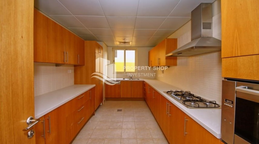 Kitchen-High End Corner Villa with Family Living