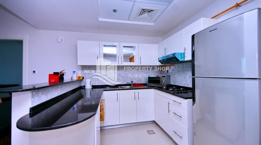 Kitchen-Sea-city view 1BR apt w/ built in cabinet for sale in Marina Bay.