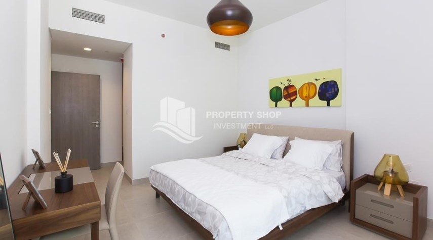 Bedroom-Stunning Apt in Prime location, No Extra Fees