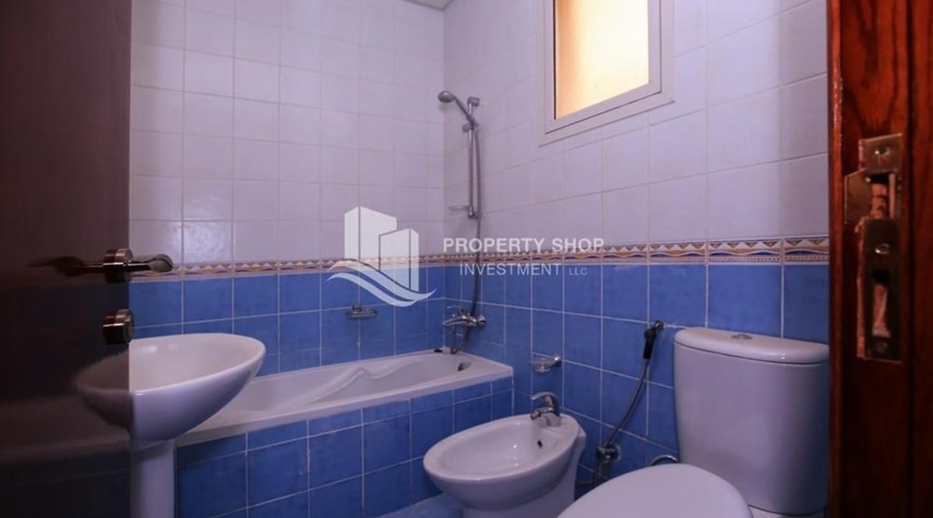 Bathroom-Comfort and Luxury in a 4BR TH w/ Big Terrace.