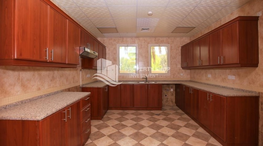 Kitchen-Comfort and Luxury in a 4BR TH w/ Big Terrace.